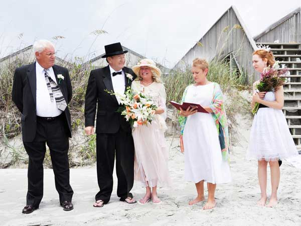 beach-wedding-top-hat