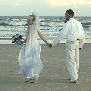 bride-and-groom-on-the-beach