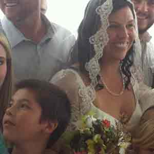 bride-surrounded-by-family
