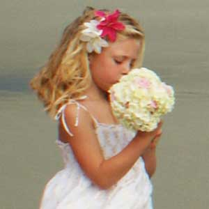 flower-girl-beach-wedding