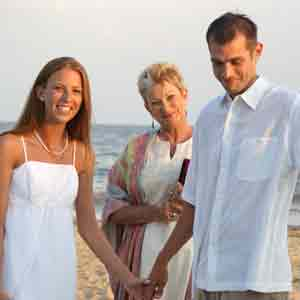 wedding-officiant-with-couple-beach